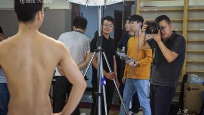 北漂摄影师十年前难找工作 毅然创业如今收获闪光履历
