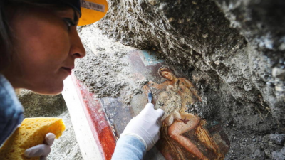 考古人员在庞贝古城发现珍贵壁画