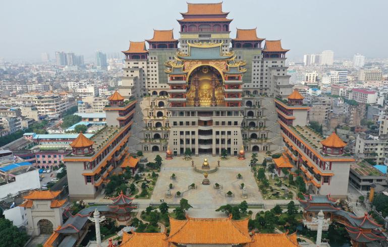 广西版布达拉宫:花费20亿佛像重600吨