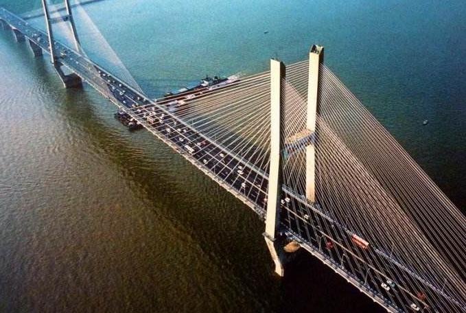 """中国将8800吨的武汉大桥旋转81度,老外:""""在西方根本不可能!"""