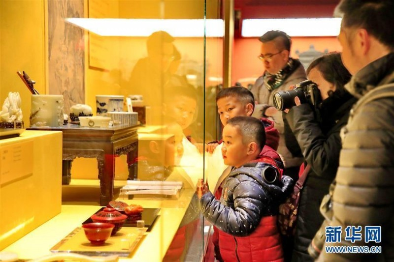 """故宫举办""""贺岁迎祥——紫禁城里过大年""""展览"""
