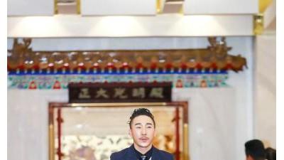 """齐航""""中国的北京出现了一位惊奇的歌唱家"""""""