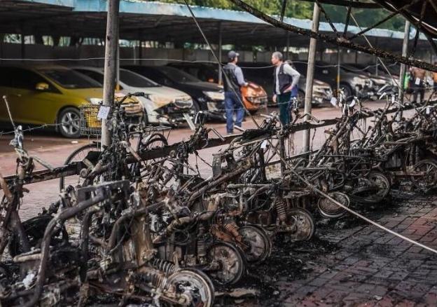 300辆电动车被烧毁现场