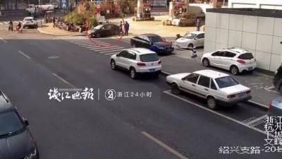 杭州男子加完油抽烟,工作人员抄起灭火器冲他一顿狂喷!这下闹大了