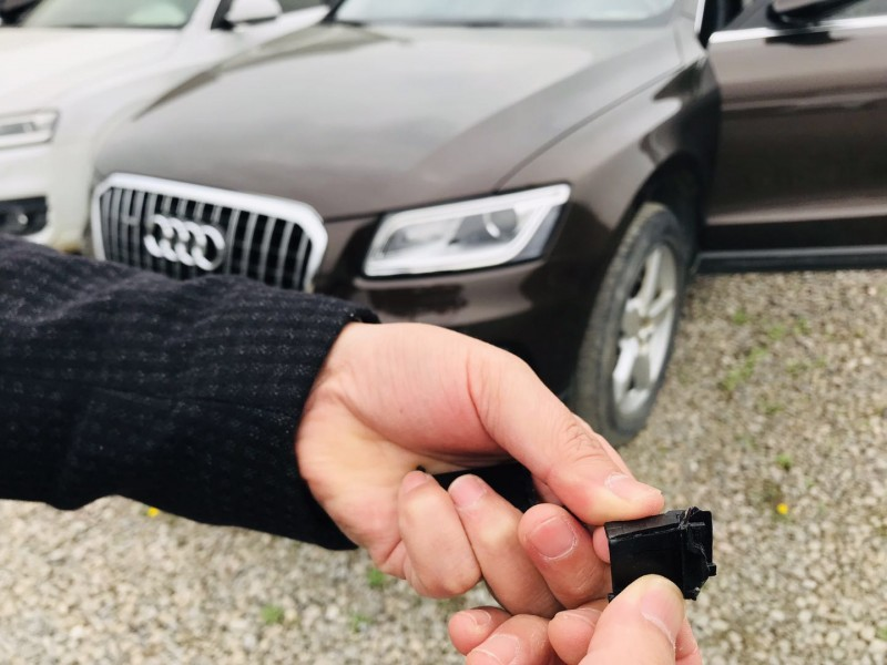 品牌汽车奥迪疑用劣质塑料件