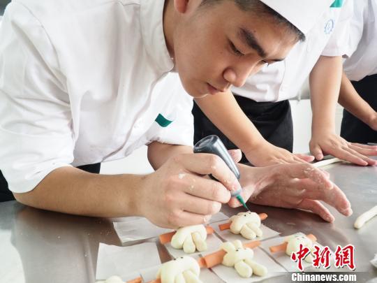 """广东将为""""粤菜师傅""""开餐馆提供创业补贴"""