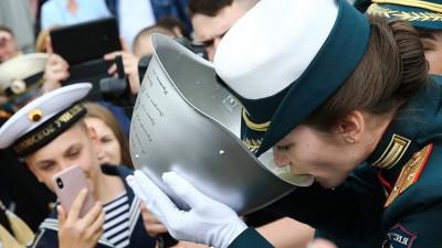 俄罗斯军校毕业礼现场