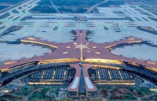 """俯窥北京新机场 数万灯光点亮""""凤凰"""""""