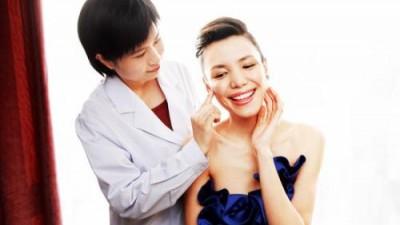 """皮肤科医生:约三成患者因""""过度爱美""""致病"""