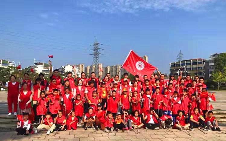 向祖国献礼, 余姚市快乐公益志愿者在台风后清理垃圾