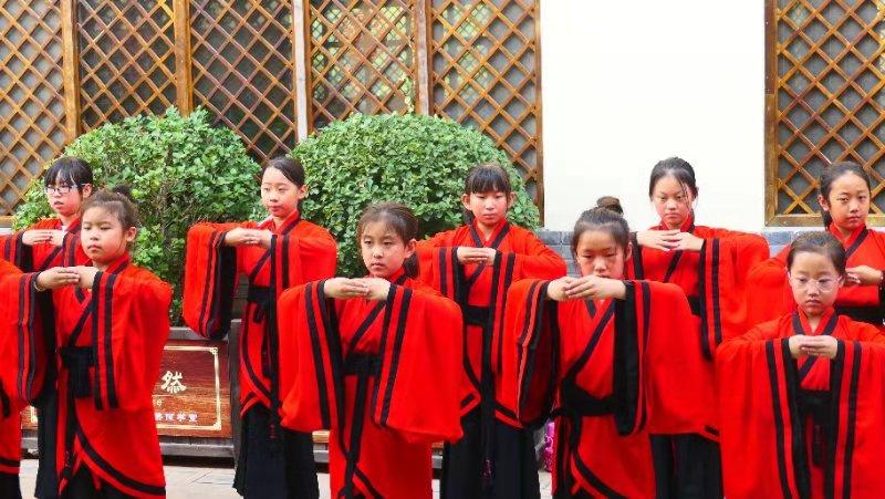 中联润骐红黑大战国学研修营献礼祖国70华诞