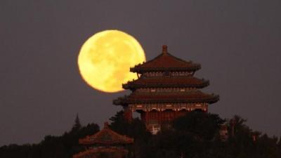 今晨,明月西落景山万春亭