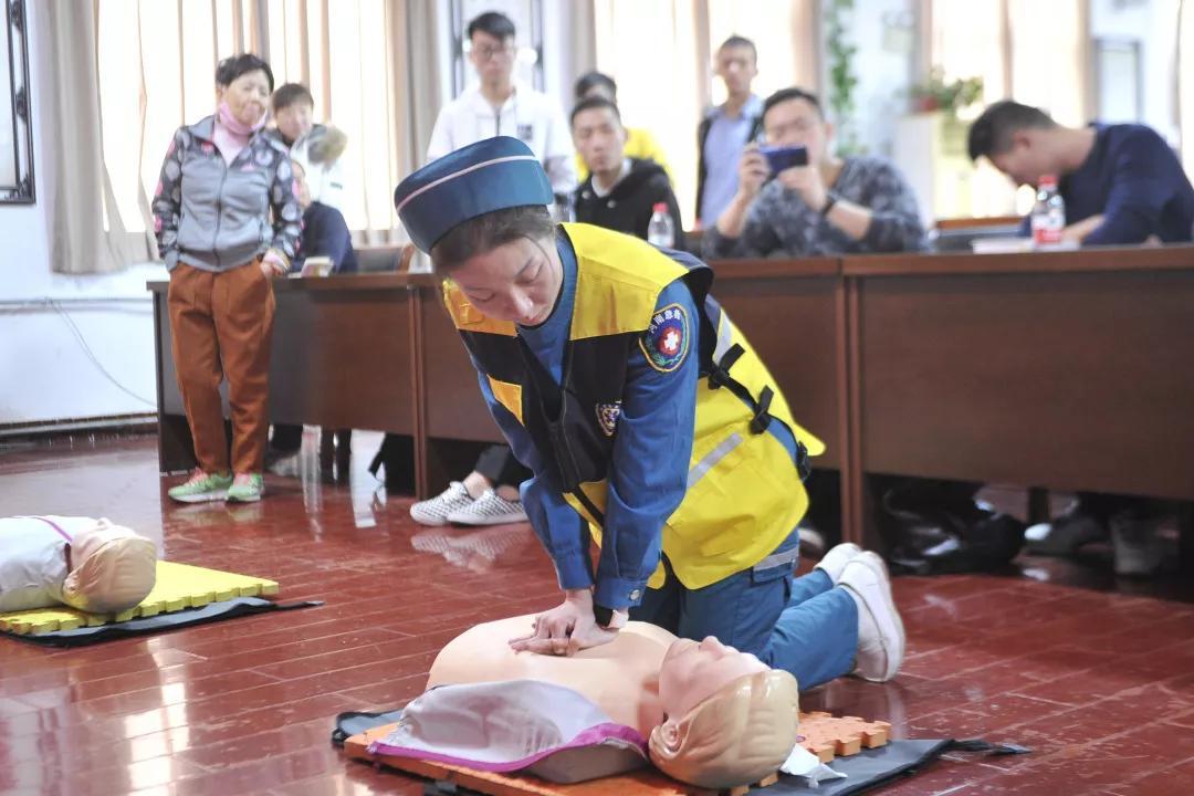 36位新人集体领证!我们是郑州急救志愿者