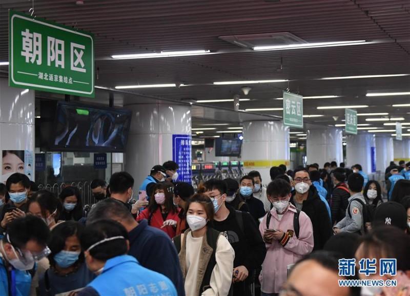 北京第一批滞留湖北人员800余人抵京