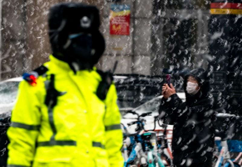 风雪中的坚守——众志成城 抗击肺炎书画摄影展作品选登