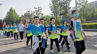 """""""释放压力 行走青春""""安阳市飞翔学校远足活动纪实"""