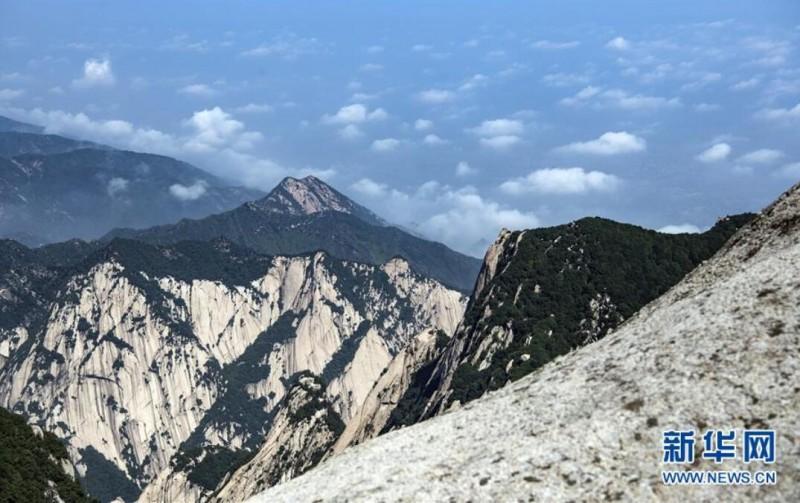 空山新雨后 西岳景色新
