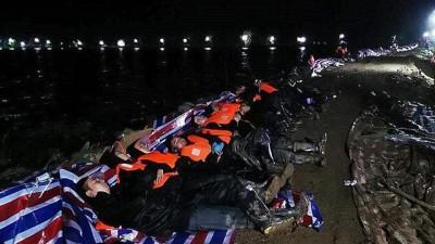 「防汛一线」团风县公安局抢险突击队雨夜抢筑血防圩堤