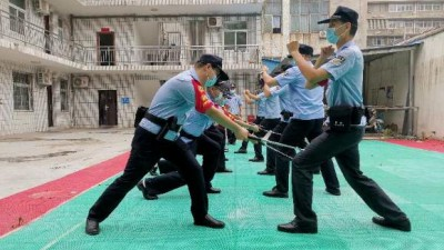 郑州乘警五大队:结合纪律作风教育整顿活动开展实战化大练兵活动