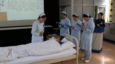 李克强:推进突出临床实践的职称评定