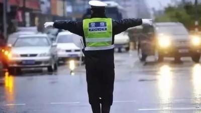 网约车司机连闯红灯救人家属却拒绝作证 最新进展