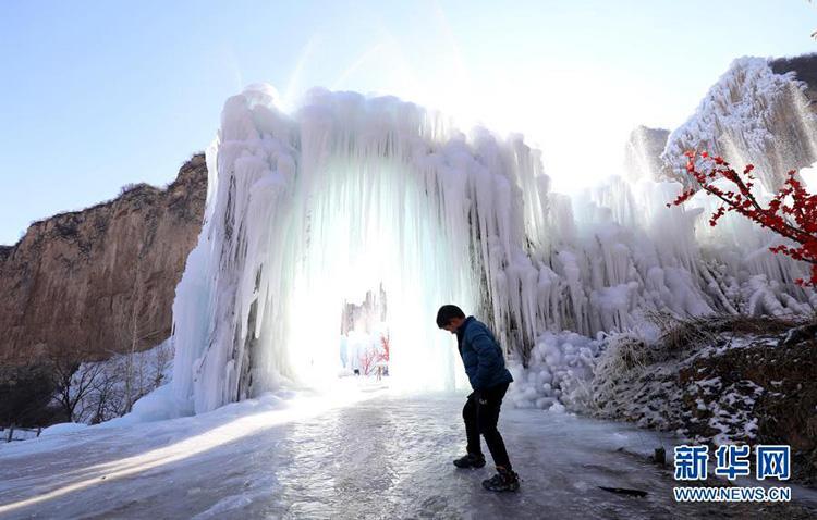 河北平山:冰瀑美景现太行