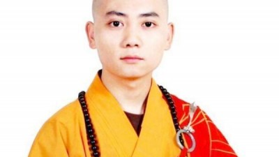 13岁出家,15岁考佛教大学,8年后,成最年轻住持:面相慈悲清秀