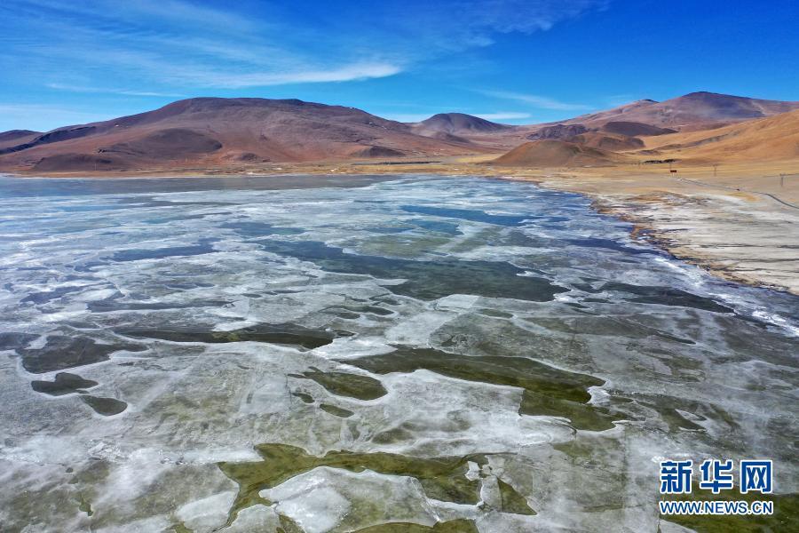 西藏:冰封多庆错