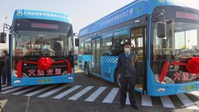辽宁大连城市公共交通首批氢燃料电池公交车上线通车