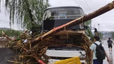 全网寻人!洪水中,他开铲车救下近70人……