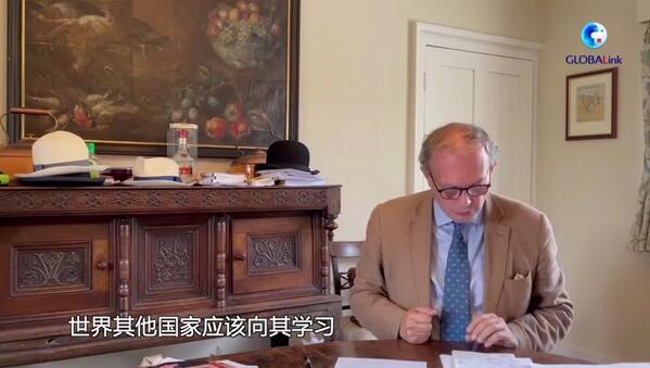 """这位""""中国通""""最自豪的头衔是""""洋雷锋"""""""